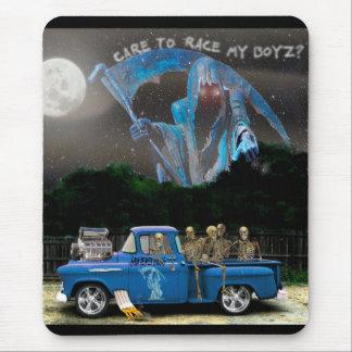 Mousepad Caminhão de recolhimento azul e grupo de esqueleto