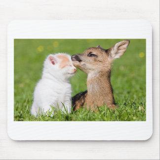 Mousepad Cervos do bebê e afago do gatinho