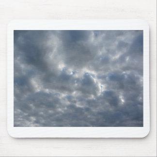 Mousepad Céu morno com as nuvens de cúmulo-nimbo dos