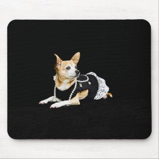 Mousepad Chihuahua glam pintada bege no fundo preto