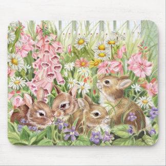 Mousepad Coelhos nas flores