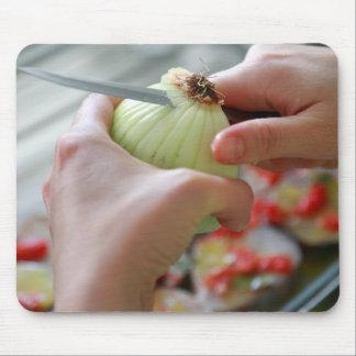 Mousepad Cortando uma cebola