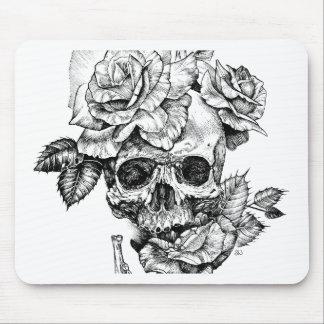 Mousepad Crânio humano e desenho de tinta preta dos rosas