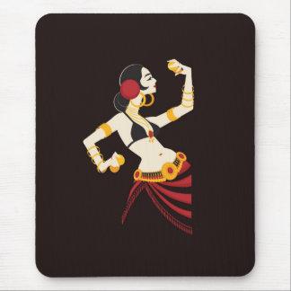 Mousepad dançarino de barriga tribal da fusão com pratos