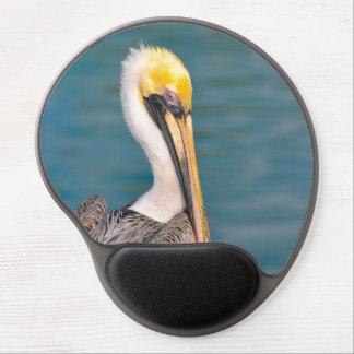 Mousepad De Gel Fim do retrato do pelicano acima com o oceano no