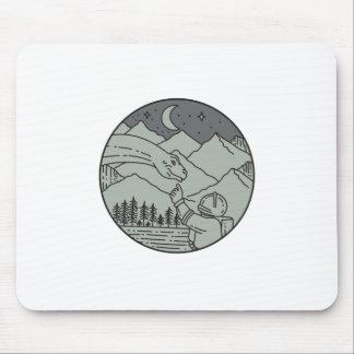 Mousepad Do círculo tocante do Brontosaurus do astronauta