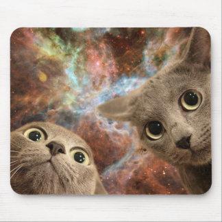 Mousepad Dois gatos cinzentos no espaço antes de uma