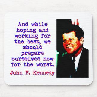 Mousepad E ao esperar e ao trabalhar - John Kennedy