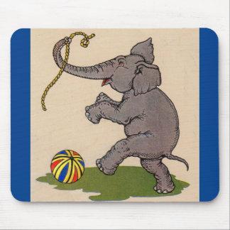 Mousepad elefante feliz que joga com corda e bola