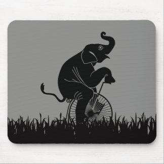 Mousepad Elefante no teste padrão da bicicleta do vintage