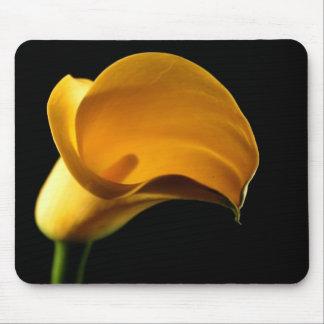 Mousepad Elegante bonito floral da flor amarela de Lilly