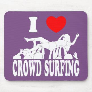 Mousepad Eu amo a multidão que surfa (a fêmea) (branca)