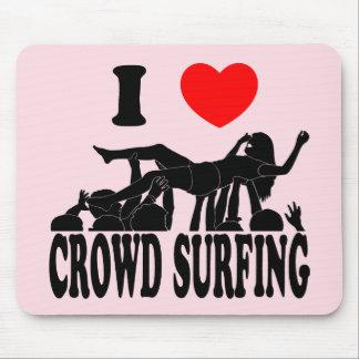 Mousepad Eu amo a multidão que surfa (fêmea) (o preto)