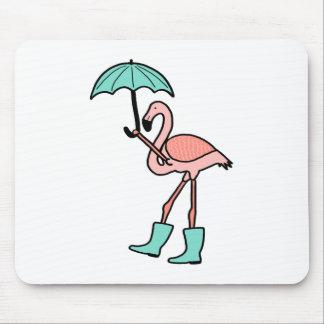 Mousepad Flamingo que guardara o guarda-chuva e que veste