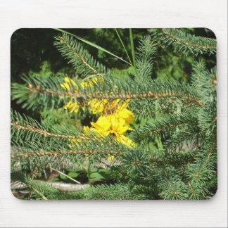 Mousepad Flores e pinheiro amarelos