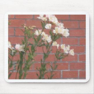 Mousepad Flores no tijolo