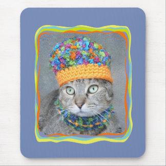 Mousepad Gato de gato malhado no chapéu e no lenço