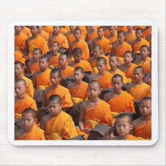 Mousepad Grande grupo de monges Meditating