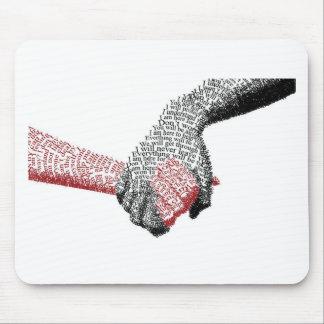 Mousepad Guardarando as mãos, o amor conquista tudo