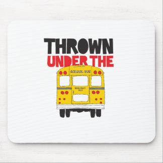 Mousepad Jogado sob o ônibus