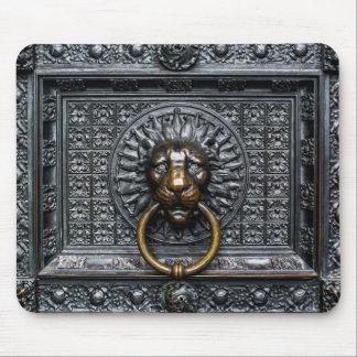 Mousepad Leão de Doorknocker - preto/ouro