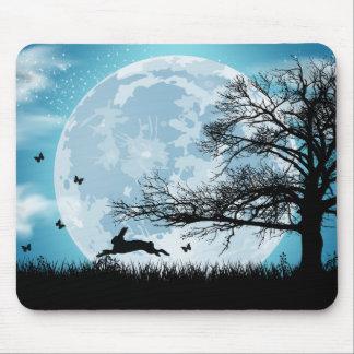 Mousepad Lua Mystical com silhueta do coelho