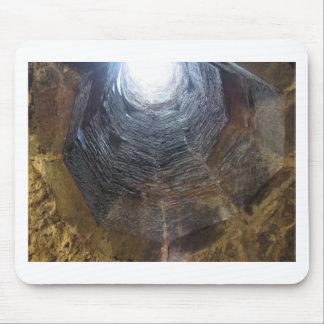 Mousepad Luz na extremidade do túnel. Conceito da esperança