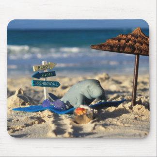 Mousepad Manfred o peixe-boi na praia