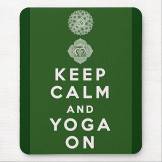 Mousepad Mantenha a calma e a ioga sobre