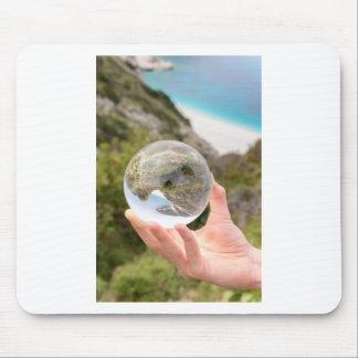 Mousepad Mão que guardara a bola de cristal perto do mar e