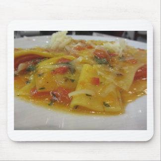 Mousepad Massa caseiro com molho de tomate, cebola,