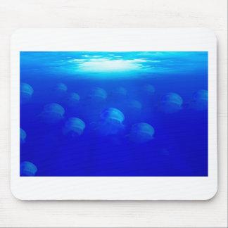 Mousepad Medusa azuis do grupo na natação de Oceano