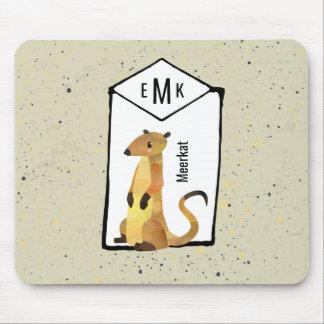 Mousepad Meerkat no fundo bege com monograma
