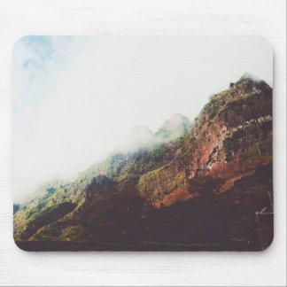 Mousepad Montanhas enevoadas, cena de relaxamento da