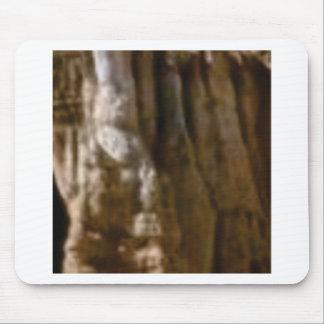 Mousepad músculos cinzelados na rocha
