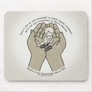 Mousepad Nas mãos do deus