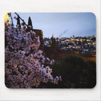 Mousepad O Albayzin de Granada visto da amêndoa do Alhambra