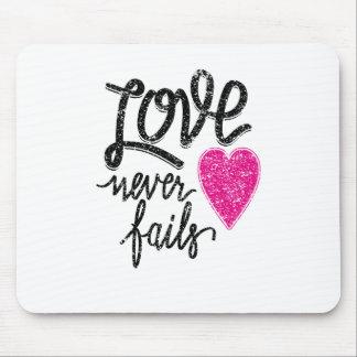 Mousepad o amor nunca falha, coração do vintage