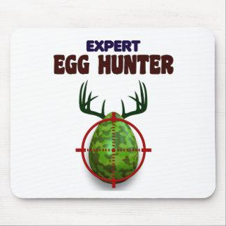 Mousepad O caçador perito da páscoa, cervo do ovo visa o