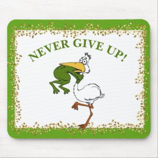 Mousepad O pelicano e o sapo nunca dão acima