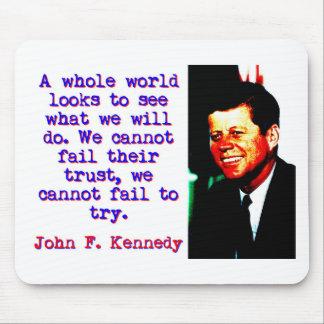 Mousepad Olhares inteiros de um mundo - John Kennedy
