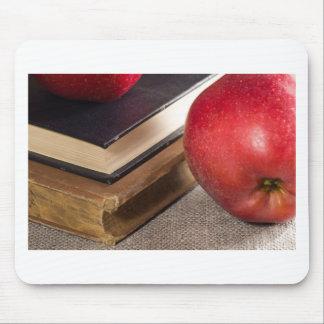 Mousepad Opinião do fim-acima das maçãs vermelhas e velho