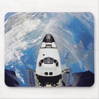 Mousepad Órbita de terra de Atlantis do vaivém espacial da
