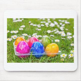 Mousepad Ovos da páscoa pintados coloridos na grama com