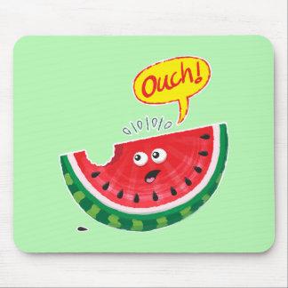 Mousepad Parte de melancia que expressa a dor após uma