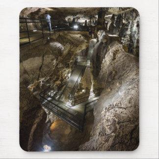 Mousepad Passadiço de aço construído dentro de uma mina