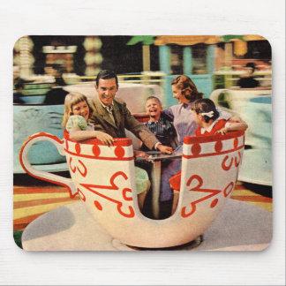 Mousepad passeio do teacup dos anos 60 no parque de