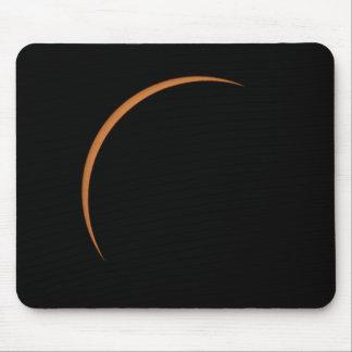 Mousepad Perto do eclipse solar parcial máximo
