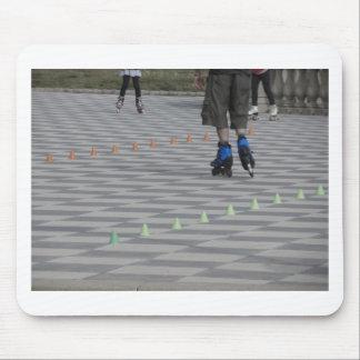 Mousepad Pés da cara em skates inline. Patinadores Inline