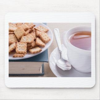 Mousepad Placa branca com os biscoitos no livro velho